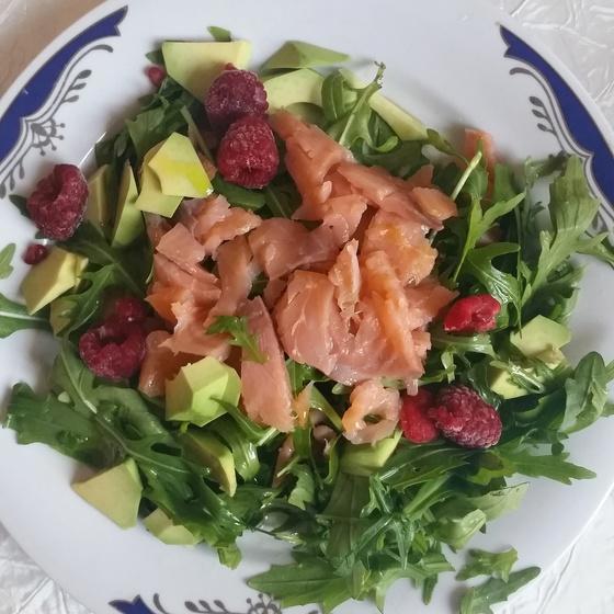 salata_verde_fructe_padure