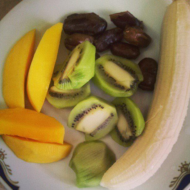 snack crud mango kiwi banana smochine